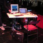 Denis s'est déplacé avec un Mac portable et une tablette Wacom Intuos