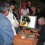 Denis Bajram montre ce que donne un dessin en temps réel à ses fans.