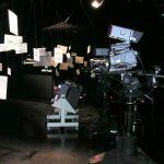 Le studio de l'émission est encore vide. On y voit déjà de bien belles caméras haute définition.