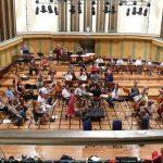 Ou bien on va écouter le grand orchestre qui répète en sous sol !