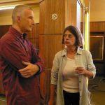 Anne Hislaire, la productrice déjà vue dans Mille-feuilles, préfère discuter avec le romancier Vicent Engel, invité comme Denis de la deuxième émission.