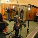 On filme même le public.