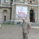Devant le Palais des Beaux-Arts
