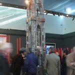 La tour gothique en métal de 5 m de haut de Wim Delvoye